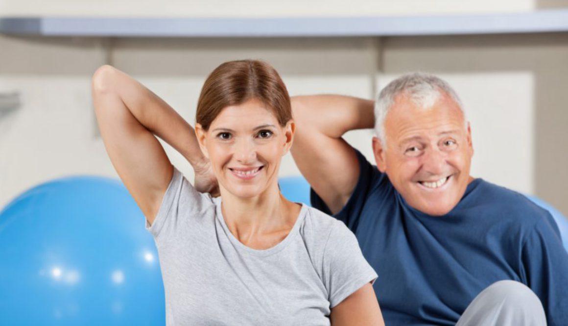 Sportgruppe im Fitnesscenter